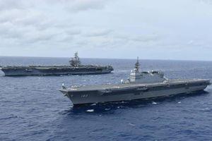 Tàu chiến lớn nhất Nhật Bản tập trận với tàu sân bay Mỹ ở Biển Đông