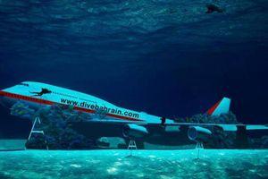 Máy bay chìm dưới biển tại công viên nước lớn nhất thế giới