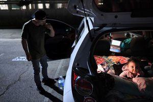 Bãi xe an toàn - chốn lui về của hàng nghìn người vô gia cư Mỹ