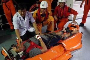 Kịp thời cấp cứu thuyền viên nước ngoài bị thương nặng