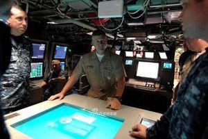 Choáng ngợp bên trong khoang chỉ huy của tàu ngầm hạt nhân