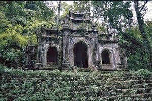 Vẻ đẹp mộc quyến rũ mê hồn của chùa Hương 30 năm trước