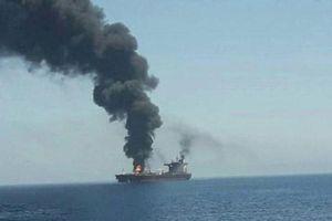 Hai vụ nổ lớn nhắm vào tàu chở dầu trên vịnh Oman