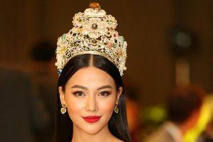 Hoa hậu Phương Khánh đội vương miện 3,5 tỉ đồng làm giám khảo 'Miss Earth Singapore'