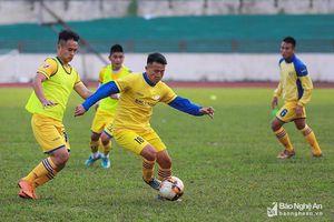 Tiền vệ Nguyễn Quang Tình ấn tượng mạnh với Nhi đồng Đô Lương và Thái Hòa tại cúp Báo Nghệ An