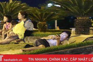 Trốn nóng cả đêm, người dân Hà Tĩnh xách chiếu ra 'hóng gió' nơi công cộng