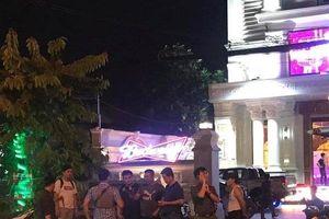 Bình Dương: Nhiều tiếng súng vang lên khi hai băng nhóm giang hồ thanh toán nhau tại quán karaoke