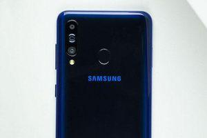 Ảnh chi tiết Samsung Galaxy M40: 3 camera sau, cấu hình tốt, pin 3.500 mAh, giá gần 7 triệu