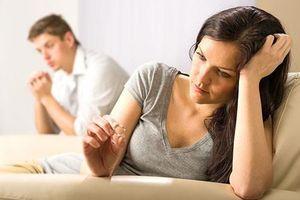 Bất lực trước tình cũ của chồng, vợ chấp nhận ly hôn