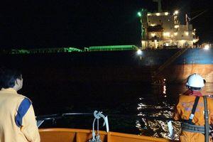 Vượt biển trong đêm tối cứu thuyền viên nước ngoài bị tai nạn lao động