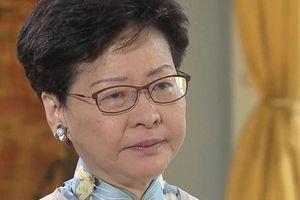 Trưởng đặc khu Hong Kong nén nước mắt, nói không rút dự luật dẫn độ