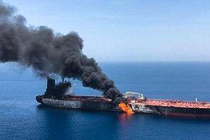 Vụ cháy hai tàu dầu đang 'thổi lửa' vùng Vịnh: Mỹ trực diện nhắm thẳng Iran