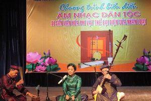 Chương trình biểu diễn và giới thiệu âm nhạc dân tộc Việt Nam