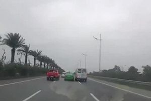 Khiếp sợ 2 tài xế tạt đầu nhau trên cao tốc vì không cho vượt