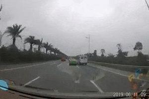 2 ôtô rượt đuổi nhau trên đường Võ Nguyên Giáp