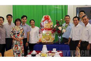 Lãnh đạo TPHCM thăm sinh viên Lào đang sống tại gia đình Việt