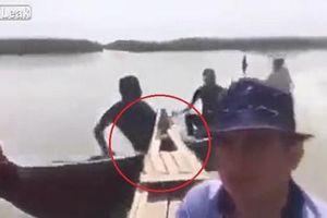 Quay clip tự sướng khi đi thuyền máy trên sông và kết thảm khốc