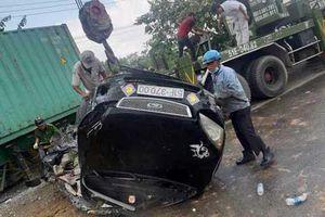 Hiện trường kinh hoàng xe container tông trực diện ôtô khiến 5 người chết thảm