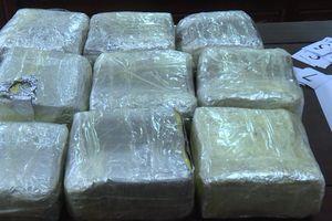 Bắt giữ đối tượng vận chuyển 10kg ma túy tổng hợp qua biên giới Nghệ An