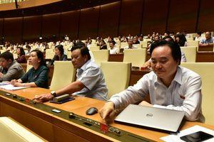 Quốc hội thông qua luật Giáo dục sửa đổi, quyết một chương trình nhiều sách giáo khoa