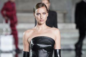 Irina Shayk tái xuất sàn diễn thời trang sau đổ vỡ tình cảm với Bradley Cooper