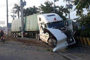 Container đâm xe ô tô con, 3 người tử vong tại chỗ: Đang xác định nguyên nhân tai nạn