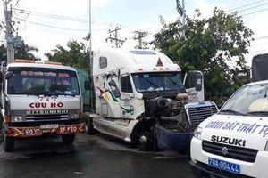 Vụ container húc xe ôtô bẹp dúm ở Tây Ninh, 5 người tử vong