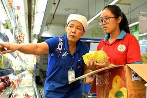 TPHCM: 700 chiến sỹ hoa phượng đỏ tham gia chương trình Một ngày làm nhân viên siêu thị