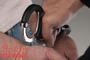 Dùng dao khống chế, cướp nhẫn và đồng hồ của lái xe taxi