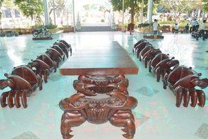 Đại gia Sóc Trăng chi tiền tỷ tậu đàn cua gỗ khổng lồ về trưng