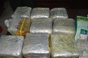 Bắt đối tượng người Việt nhập quốc tịch Lào, vận chuyển ma túy về quê hương