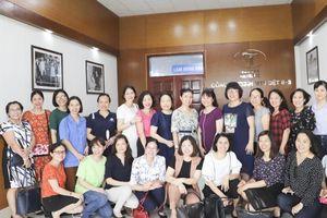20 lãnh đạo nữ tìm hiểu thực tế cuộc sống của nữ lao động ngành dệt may