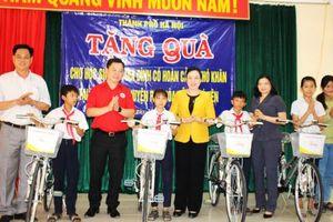 Đoàn công tác thành phố Hà Nội thăm, tặng quà tại Phú Yên