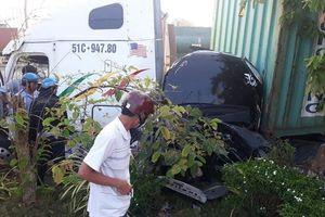Container tông xe ô tô, 3 người tử vong