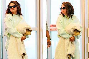 Selena Gomez tăng cân rõ rệt, mặt tròn xoe khi xuất hiện ở sân bay