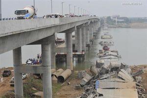 Sập cầu tại Trung Quốc khiến 2 người mất tích