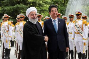 Thủ tướng Nhật Bản thăm Iran: Thực hiện sứ mệnh hòa giải