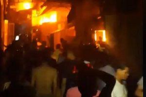Dập tắt 2 vụ cháy xảy ra cùng thời điểm trong đêm