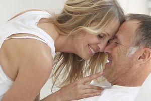 Tái hôn lúc 67 tuổi, 'chuyện ấy' thế nào là... vừa?