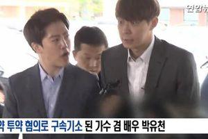 'Hoàng tử gác mái' Park Yoo Chun khóc nức nở tại tòa