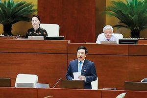 Phó Thủ tướng Phạm Bình Minh trả lời chất vấn tại Quốc hội: 'Đúng và trúng' vấn đề cử tri quan tâm