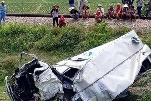 Hà Tĩnh: Xe tải va chạm tàu hỏa khi vượt qua đường sắt, tài xế nguy kịch