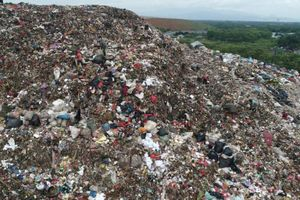 Indonesia trả lại Mỹ 5 container rác