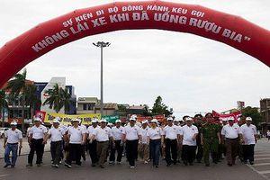Hơn 1.500 người Quảng Trị đi bộ kêu gọi 'không lái xe khi đã uống rượu bia'