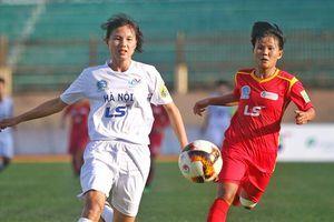 Sững sờ trước pha đá phạt 'cực phẩm' của nữ cầu thủ Hà Nội