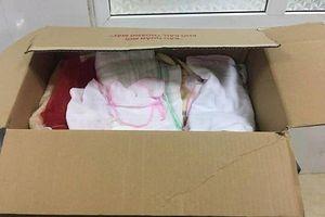 Cháu bé bị bỏ rơi trong thùng giấy cùng lời nhắn cúi đầu tạ lỗi của người mẹ