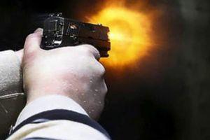 Thiếu úy biên phòng nổ súng làm 2 người bị thương rồi cố thủ trong đồn