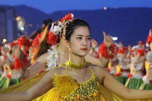'Bỏng mắt' với màn Flashmod Bikini mở màn chuỗi hoạt động du lịch hè Đà Nẵng