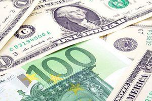 Căng thẳng chính trị, đồng USD lao dốc