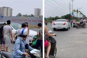 Nữ tài xế chạy ô tô tiền tỷ va chạm với Grab bike giữa ngã tư phố Hà Nội